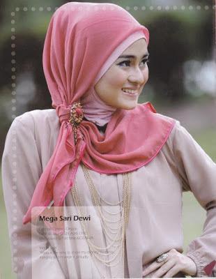 cara pakai hijab segitiga 2014