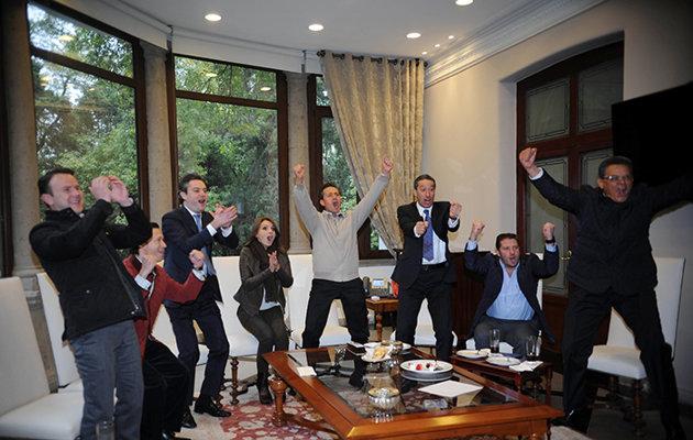 Enrique Peña Nieto, presidente de México, celebrando los goles del Club América ante el León en la jornada 1 del torneo Clausura 2015 del futbol mexicano Liga MX | Ximinia