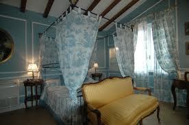 dormitorio azul amarillo