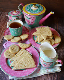 BISCOTTI E TEA TIME
