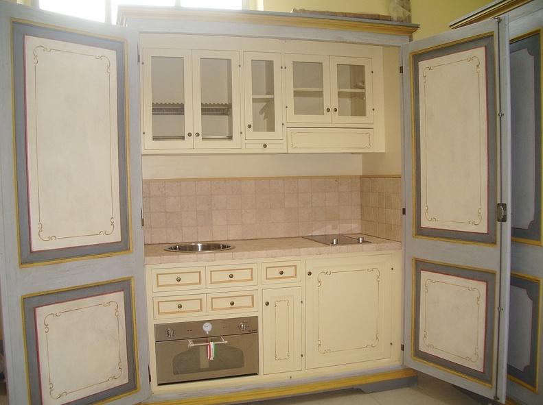 Boiserie c la cucina nell 39 armadio for Armadi piccoli