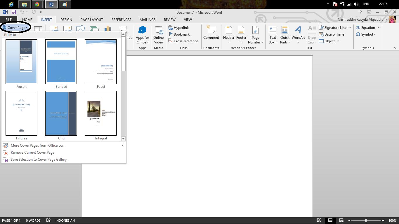 tutorial memanfaatkan microsoft word dalam pembuatan buku kalau menggunakan cover bawaan dengan cara mengeklik insert > pilih cover page