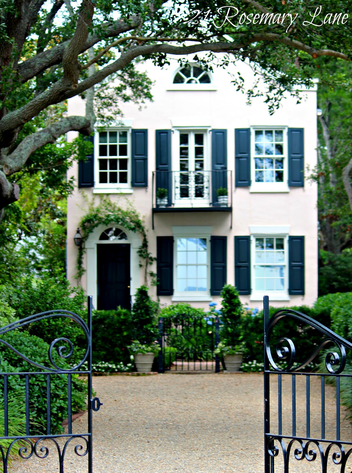 21 rosemary lane charleston south carolina for Classic house exterior