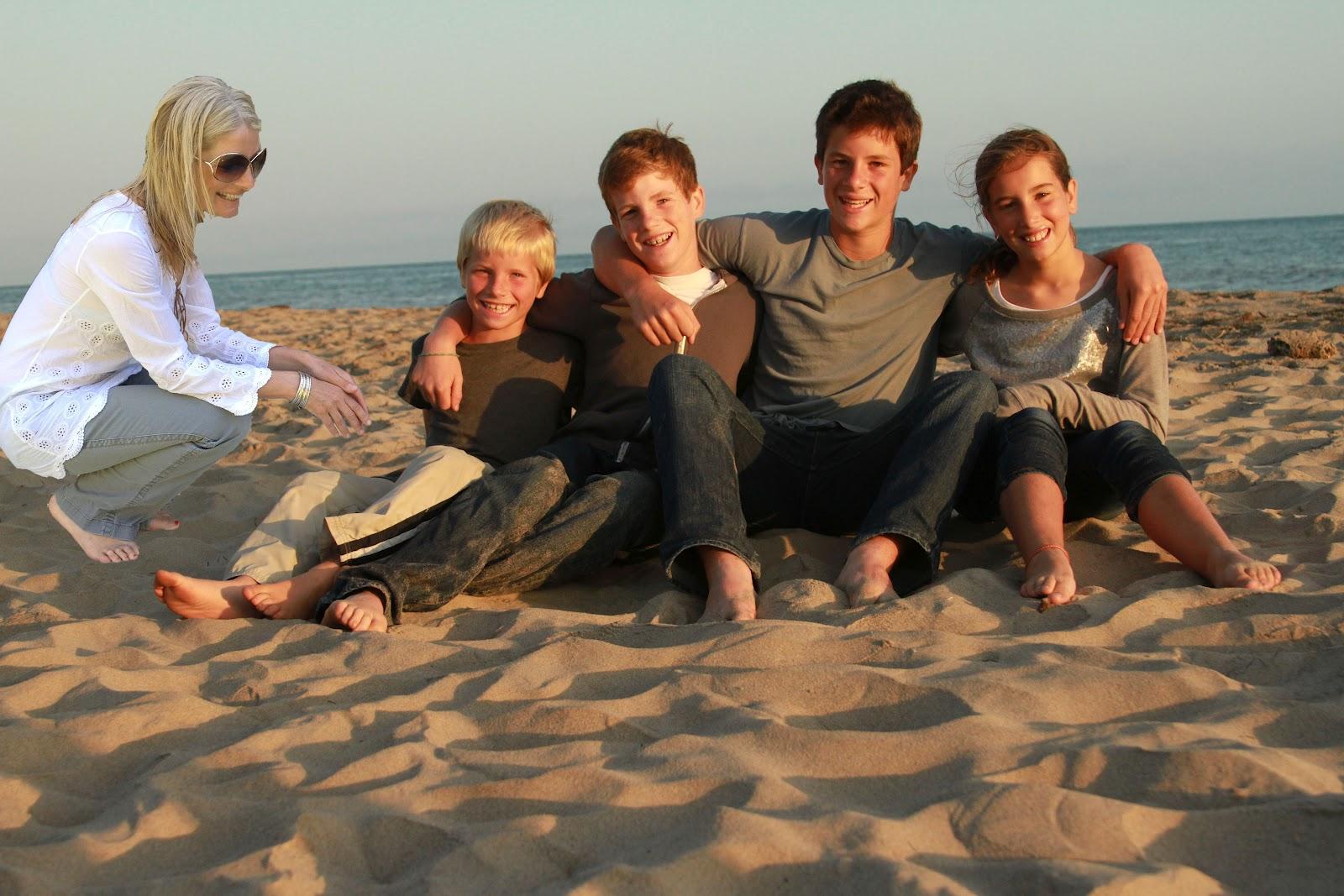 http://4.bp.blogspot.com/-Gz-MIQxMqS0/T8gbgS7_1oI/AAAAAAAAGNQ/DVCJiQ00aOY/s1600/beachphotoshop.jpg