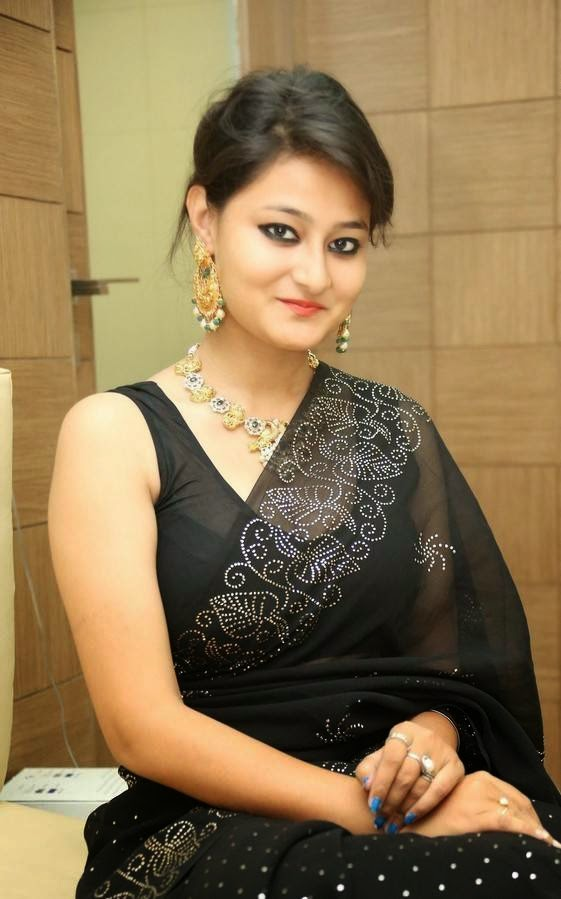 Nilofer in black Saree At Hiya Jewellers Curtain Raiser Event