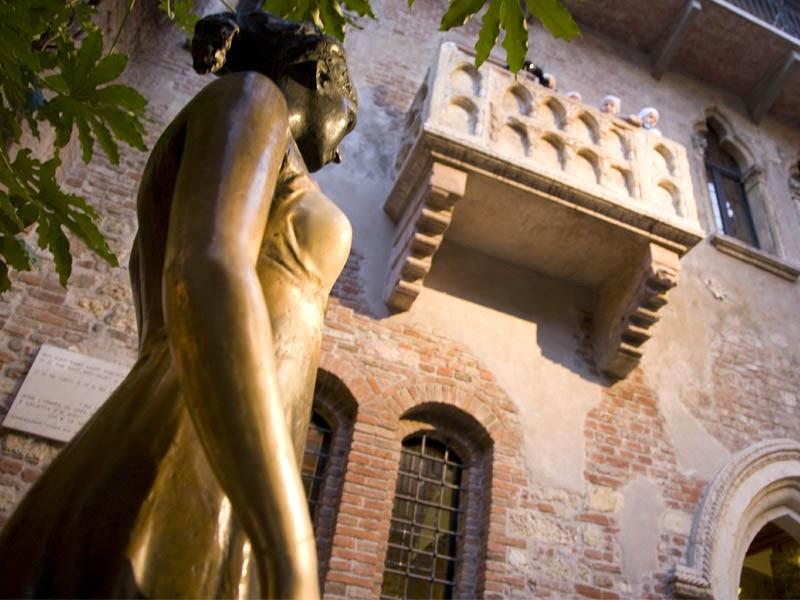 turizmus, kultúra, irodalom, William Shakespeare, Rómeó és Júlia, Verona, Olaszország, Júlia-erkély,