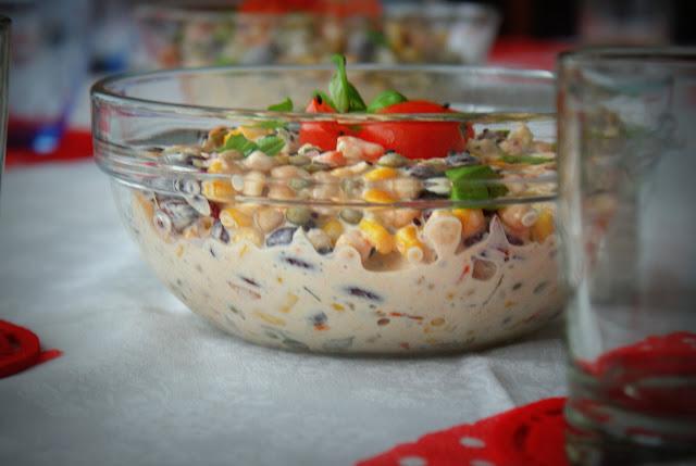 sałatka,szybka sałatka,majonez,czerwona fasola,groszek,marchewka,kukurydza,impreza,przepis na karnawał,impreza karnawałowa, imieniny,sałatki na imeininy,