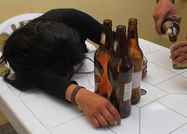 Estudiantes universitarios ebrios son más felices que los sobrios, según estudio