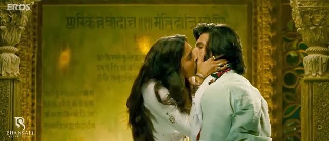 http://4.bp.blogspot.com/-Gze5MjEb1co/Um68wy-jP1I/AAAAAAAAOXU/G4Impl93F8I/s1600/Deepika+Padukone+Ranveer+Singh+Hot+Kiss+in+Ramleela+Movie+(3).jpg