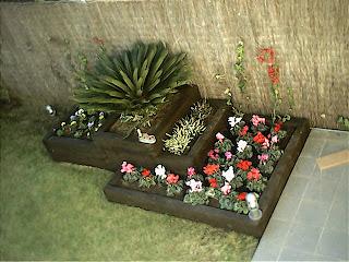 Jardines y jardineras de madera de pino a medida para - Traviesas de tren para jardin ...