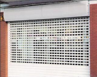 Reparación de persianas para comercios en Zahara de los Atunes