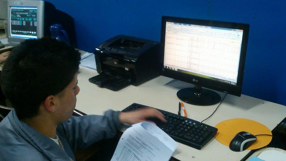 Practicantes trabajando en S.A.D