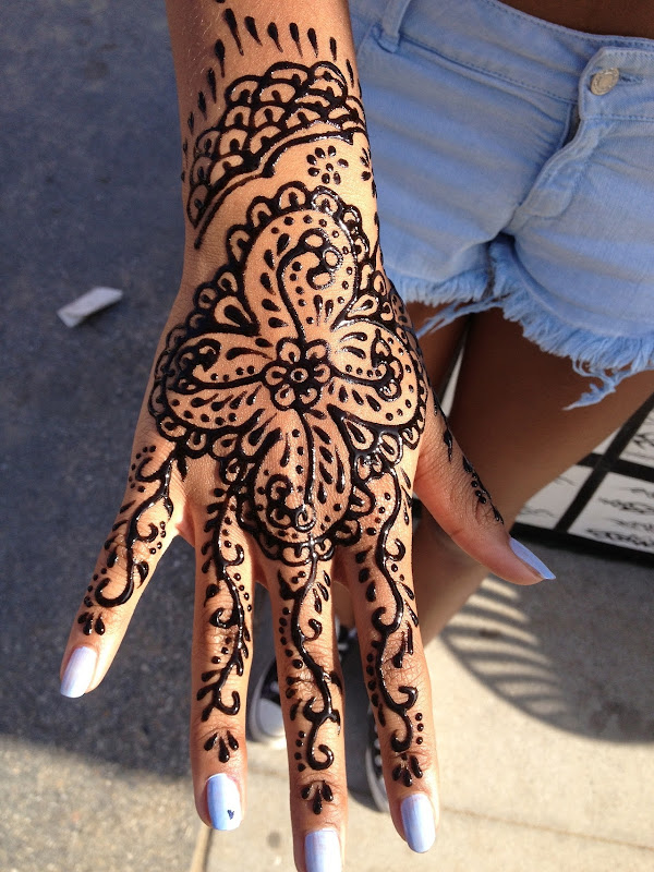 classic henna design! I was never a fan but I found this on Tumblr  title=