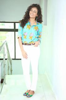 Seerath Kapoor Glamorous Picture shoot 070.jpg