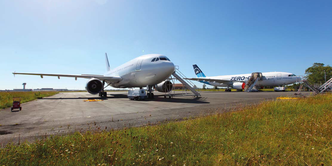 The new Airbus A310 and the retiring A300 together on the apron at Bordeaux airport. Credit: Novespace