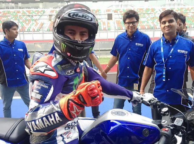 Lorenzo mengungkit soal penyelenggaraan MotoGP di India saat berkunjung ke sirkuit Buddh Internasional . .