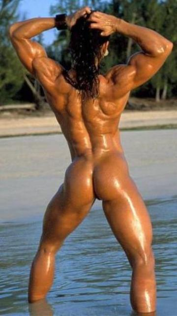 imagen Female bodybuilder masturbates in the shower