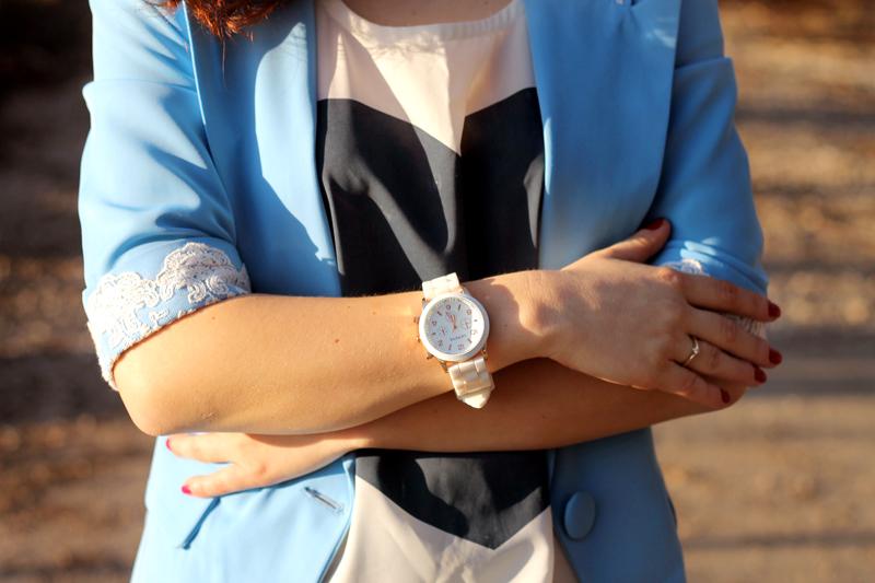 bialy zegarek