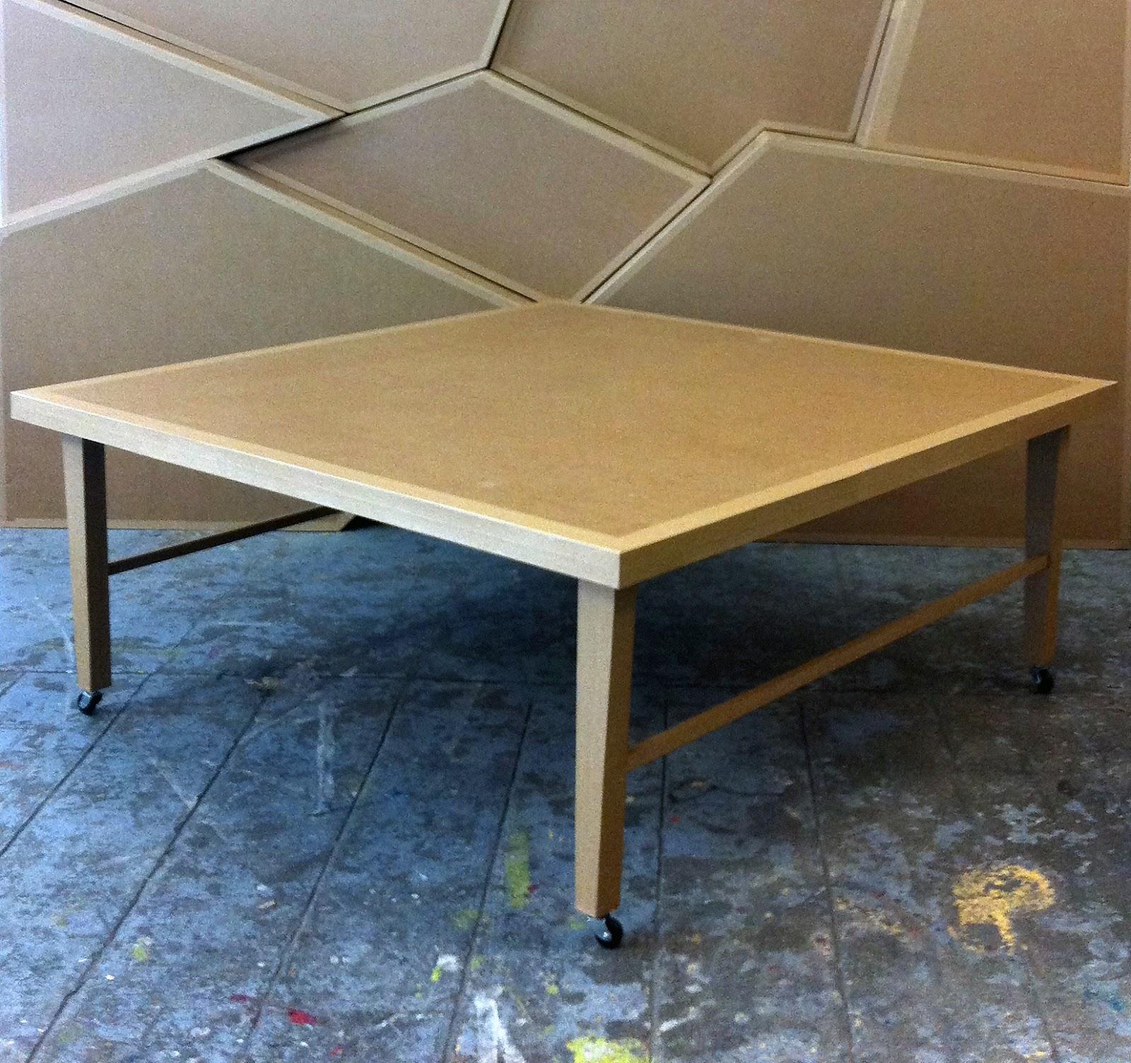 table base  en carton sur roulettes. fabriquée à marseille par juliadesign