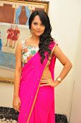 Anasuya dazzling saree photos-thumbnail-7