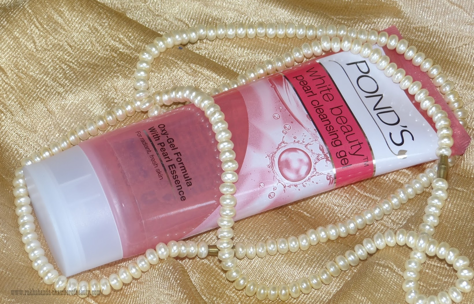 Pond's White Beauty Pearl Cleansing Gel- Review, Photos & price in India, Pond's White Beauty, Indian beauty blogger, Chamber of Beauty