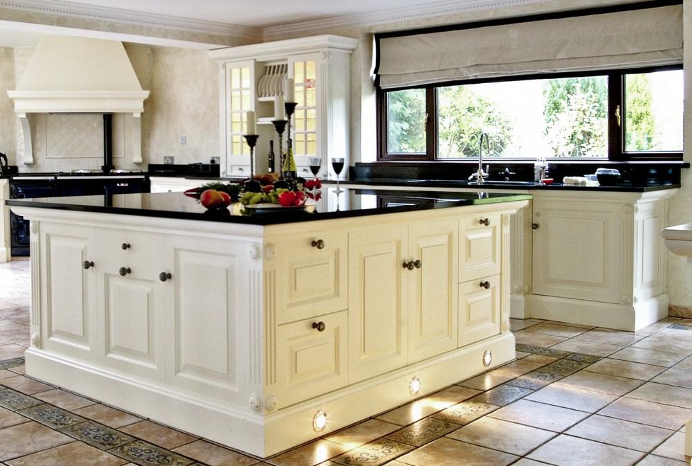 Beyaz mutfaklar smyrnetalya for Traditional white kitchen designs