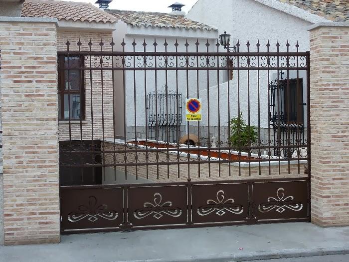 Cerrajer a cedave puertas correderas y abatibles for Puertas correderas de forja
