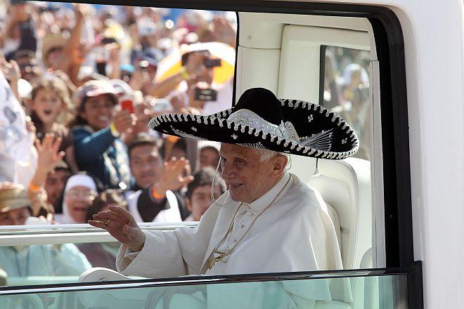 Mexicanos Aprueban la Renuncia de Benedicto XVI