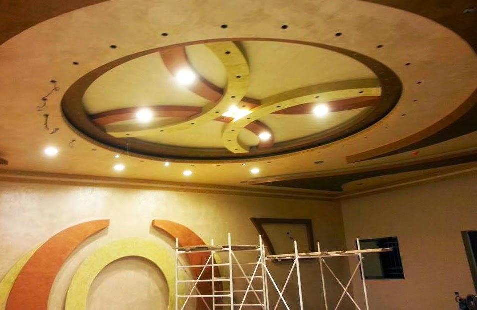 Salon marocaine moderne d coration plafond suspendu lumineux for Deco plafond suspendu