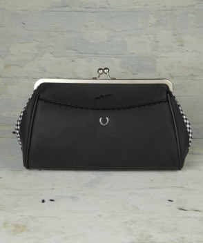 Amy-Winehouse-fred-perry-frame-bag