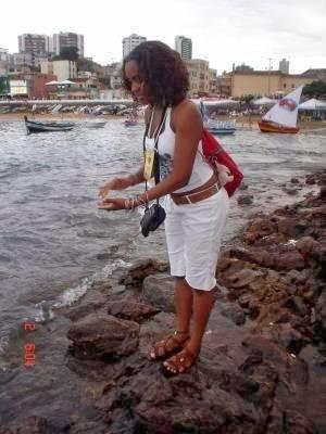 Dia 02 de fevereiro dia de festa no mar. Eu sempre sou uma das primeiras a saudar Yemanjá...