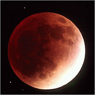 ליקוי ירח. הירח אדום