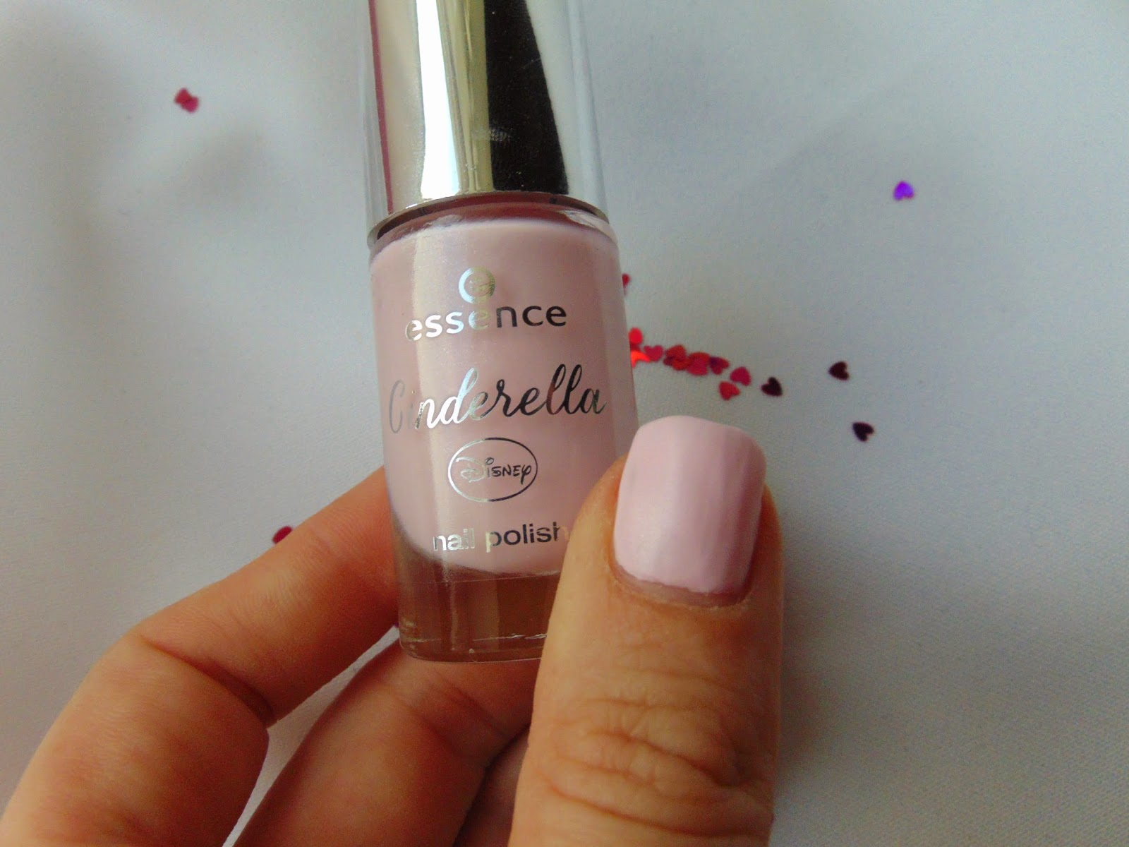 essence cinderella – nail polish Sing sweet Nightingale Swatch - www.annitschkasblog.de