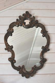 Muonamiehen mökki - puukehyksinen peili