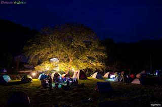 Anochece en la zona de acampada en las Jornadas de Senderismo en Valdepeñas de Jaén