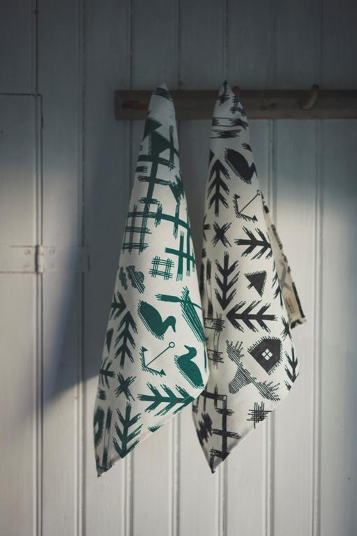 Saana-ja-Olli-Villi-pohjola-Tea-towel-Table-mat-45x45cm-1-2-Photo-Unto-Rautio-hi-res.jpg