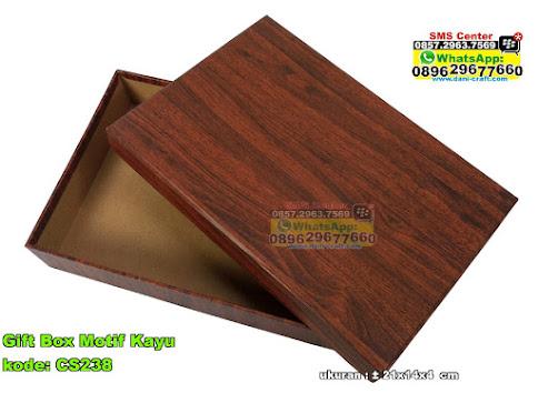 Gift Box Motif Kayu
