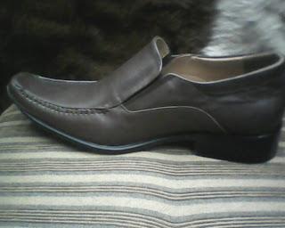 sepatu versance dari kiri