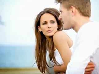5 مواقف تكذب فيها المرأة على الرجل  - رجل امرأة موعد يتكلمون رومانسى لقاء غرامى حب من اول نظرة - man woman love romance couple talk