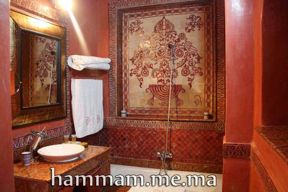 romantique salle de bain salle du bain adorable en couleur rouge construise en zellige mosaque marocain et tadelaket peinture brillant - Salle De Bain Marocaine Traditionnelle