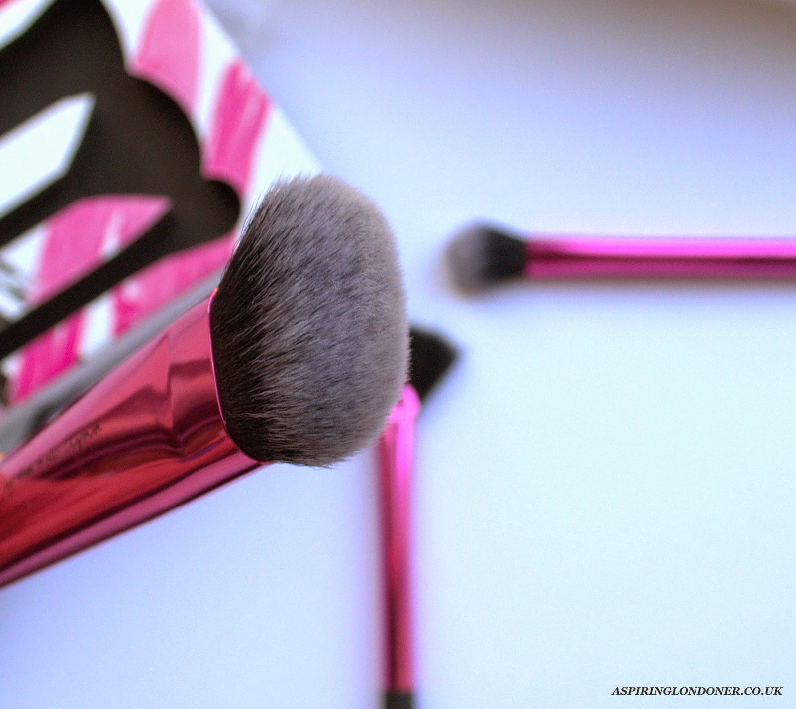 Real Techniques Sculpting Makeup Brush Review - Aspiring Londoner