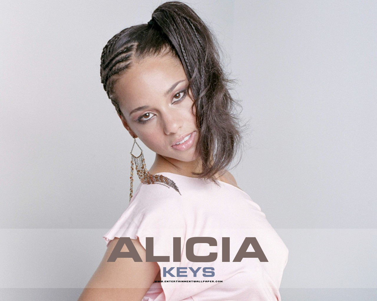 http://4.bp.blogspot.com/-H2jb8eNT92o/TnlwBOXbFWI/AAAAAAAAPn0/-QmUnDYDpCI/s1600/Alicia-Keys-HQ_00.jpg