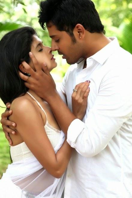 naveena hot kissing scene transparent saree pics