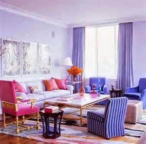 Dengan menggabungkan beragam segi dari mulai warna seperti yang telah saya sampaikan di atas, kemudian desain, cara menata perabot dan posisi dari model rumah minimalis Anda,
