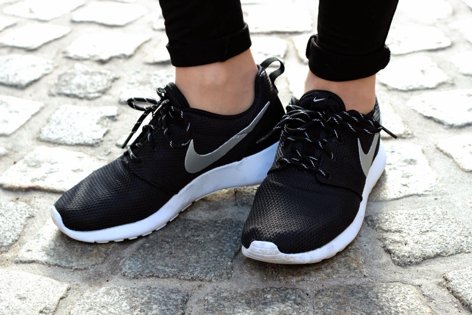 Nike Free 5.0 Damen Schwarz Angezogen