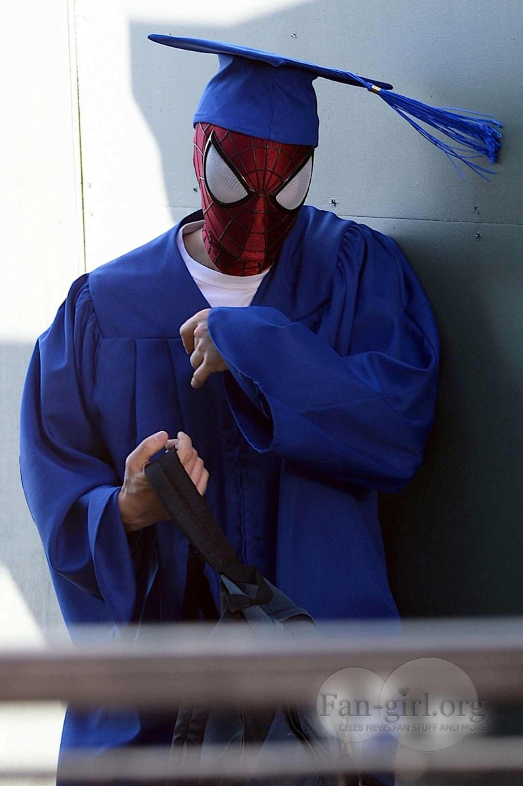 Spider-Man 2 - Stan Lee et la remise du diplôme de Peter Parker ... Ultimate Spider Man Peter Parker Costume