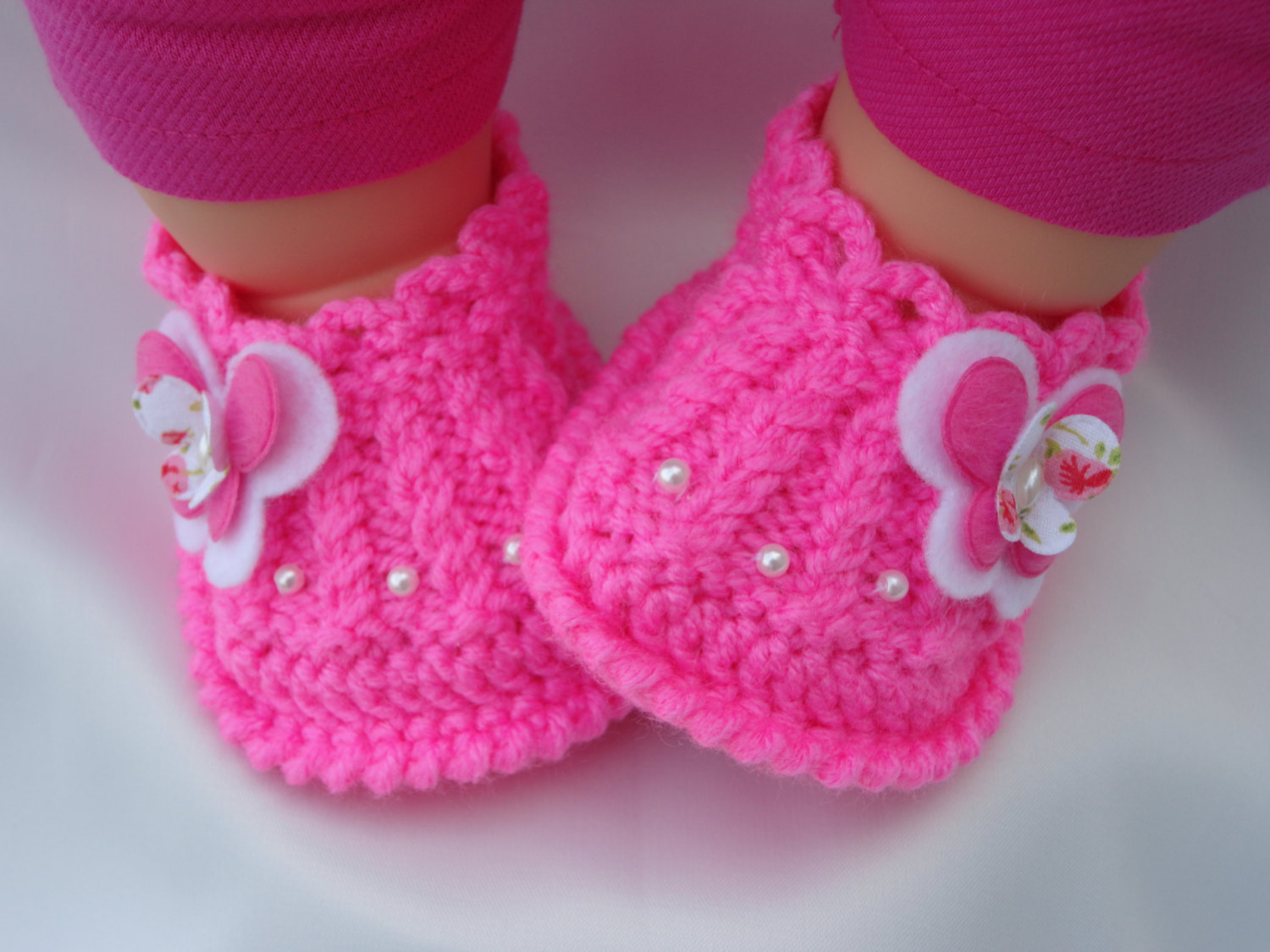 Meryem Uzerli: Hand knitted baby girl shoes