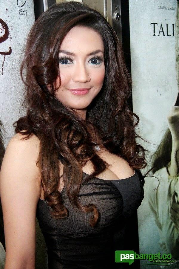 girl xinh Châu Á ngực khủng