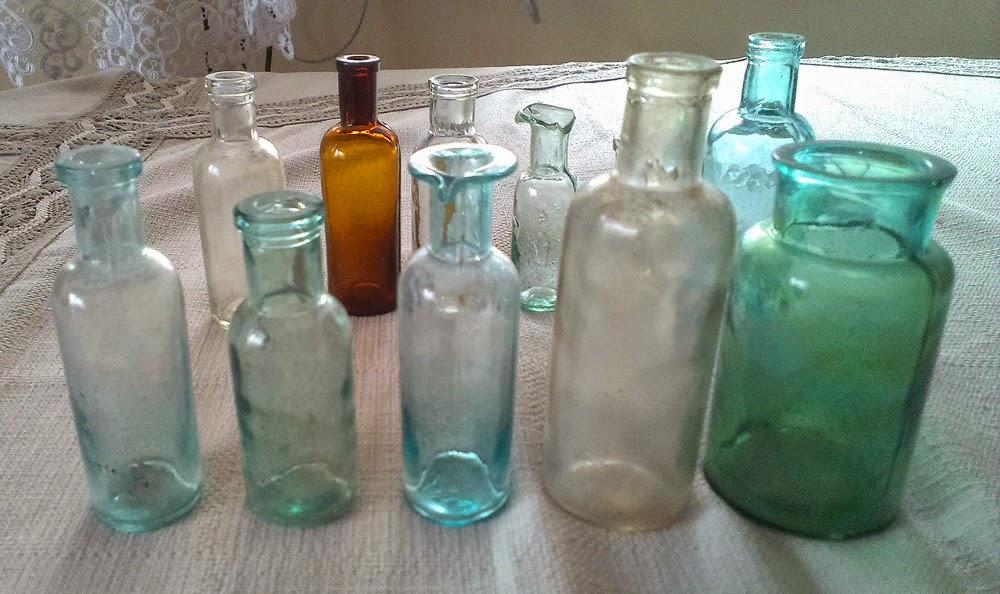 Zabytkowe naczynia apteczne z XIX i początku XX wieku - pochodzą z naszego regionu. Z kolekcji Radosława Nowka.