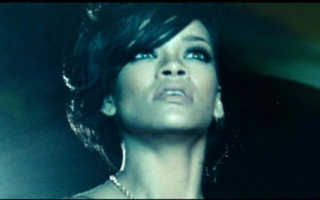 "... fez a performance de ""Stay' e ""We found love"" na final do X-Factor"